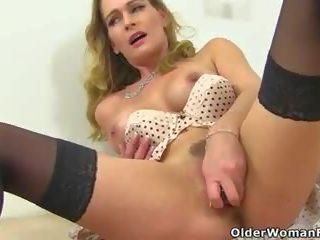 English milf elegant eve gets ondeugend in badkamer: porno 69
