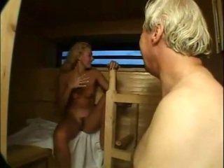 Schattig cutie geneukt en facialized in sauna