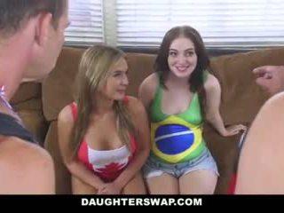 Daughterswap - príťažlivé daughters súložiť oteckov po losing bet