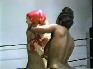 Retro interraciaal naakt boksen