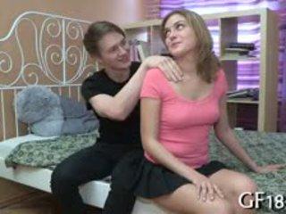 Tikko stare pie viņai spēlē ar grūti dzimumloceklis