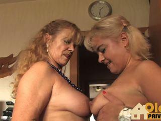 Lesbian Pussy Games: Mature HD Porn Video b1