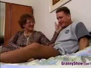 Avó gets fodido por grandson em lei