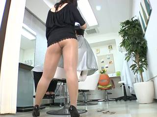 Reiko nakamori סקסי barber ב גרביונים