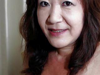 일본의 할머니 shows 가슴 과 고양이, 고화질 포르노를 ae