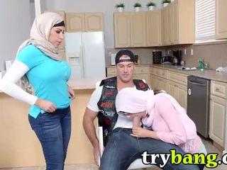 Arab mia khalifa & juliana vega الخطوة أمي 3way