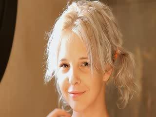 Scheren van mooi 21yo blondine poesje