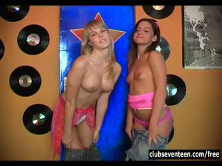 Club seventeen: sexy jong sluts plays ondeugend met elk ander.
