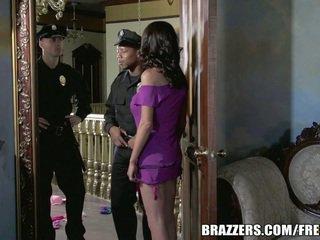 Palaist garām mckenzie wants līdz jāšanās a policists. viņa gets viņai vēlēties