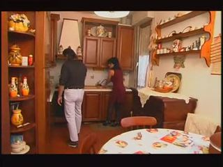 Italiano housewive scopata da hubby e padre