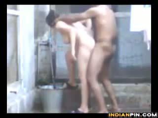 India keppimine ja vannitamine outdoors