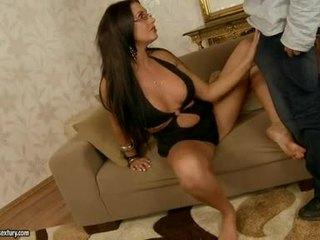 Seksualu seductive emma užpakaliukas fills jos burna su an nuostabus stiff jock