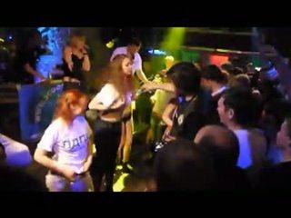Nokļūt mitra t-shirt pie nightclub 3