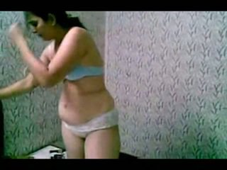 Sheepish ινδικό πόρνη βγάλσιμο ρούχων uncovered