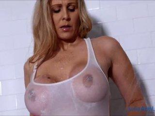 Сексуальна матуся julia ann lathers її великий цицьки в душ!