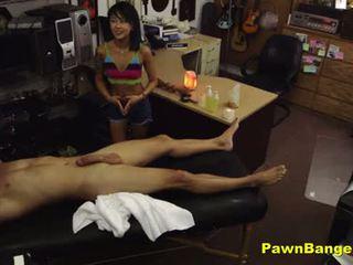 Veikals vadītājs fucks karstās aziāti masseuse