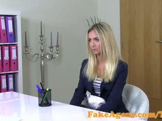 Fakeagent wondermooi blondine mode student fucks in casting