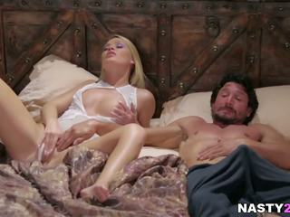 Blondine babe en haar stap pa - abby oversteken: gratis hd porno 5e