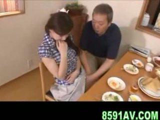 Malaking suso asawang babae gives older man pagsubo ng titi