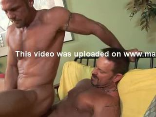Str8 hung 6'7'' firefighter has homosexuální pohlaví.