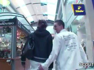Jong tsjechisch tiener geneukt in mall voor geld door 2 duits boys