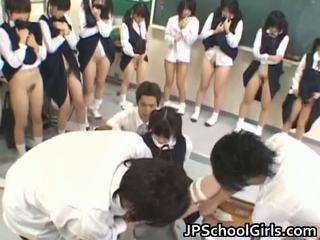 Горещ секс момиче в училище класна стая