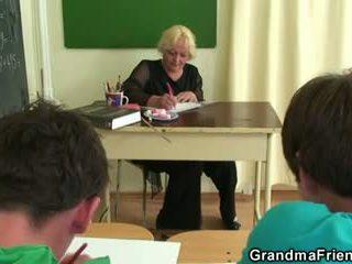 Two studs neuken oud school- leraar