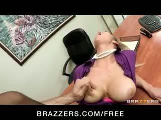 Възбуден big-tit блондинки office-slut порно звезда abbey brooks fucks чеп