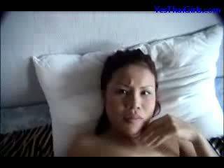 Thái lan cô gái sự nịnh hót con gà trống miệng fucked lược mặt trên các giường