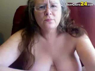 Tuk ošklivý babička uses pohlaví hračky na masturbate