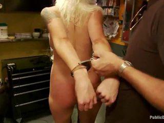 Lorelei acquires humiliated por um grupo