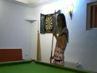 Two babes w buty na billiards tabela