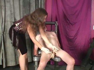 Husmor lena clothespins kuk och boll tortyr och femdom