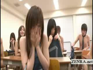 Subtitles two jap mokykla merginos nusirengti nuogas į klasė