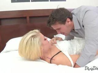 Ash hollywood fucks para ejaculações