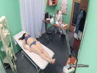 Doktor fucks tini beteg után vissza masszázs