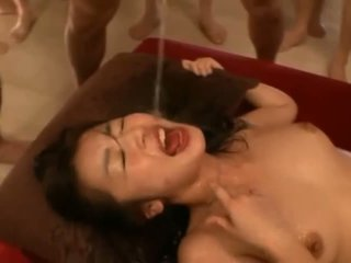 Meisje cumcovered na seks