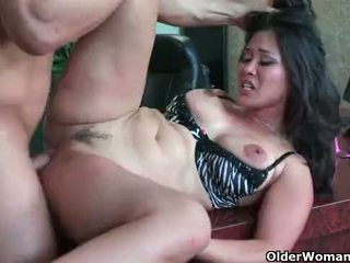 Asian milf Jessica Bangkok takes cumload in mouth