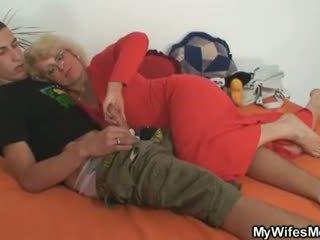 אישה finds שלו בוגד ו - gets insane