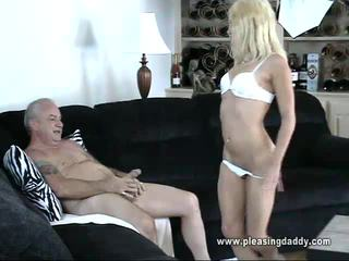 sexe hardcore, pipe, young slut fucks father