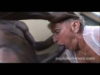 76 বছর পুরাতন আলগা বাধন gets হার্ডকোর