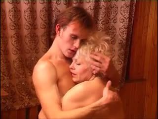 Moden kvinde & ung fyr (6 - russisch porno & dänisch titel)