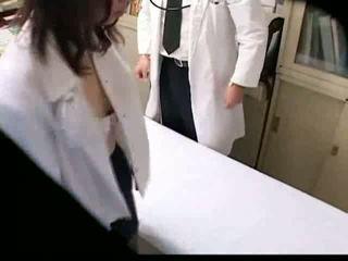 Ázsiai gynecologist fucks övé beteg tovább kukkolás spycam