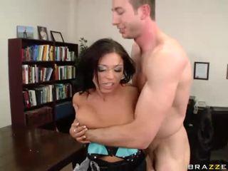 Halie james receives لها slit مارس الجنس حقيقي شاق