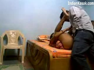 Ινδικό servant γαμήσι πολύ σκληρά με houseowner σε υπνοδωμάτιο
