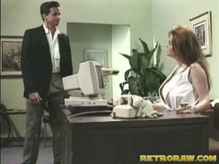 간호사 banged onto 그녀의 책상