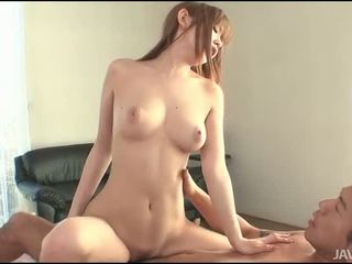 Gal cumcovered μετά σεξ