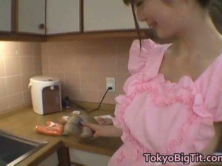 Erika kirihara aziatisch model enjoys