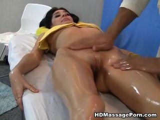 Massage leads to hot sex