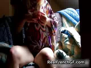 Bigtit fransk kjæreste fingers og tastes henne